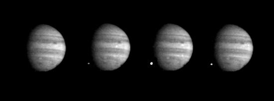 """""""Galileo"""" darytos vieno iš fragmentų smūgių nuotraukos. © NASA"""