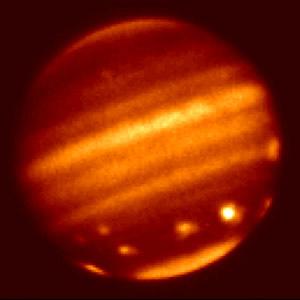 Infraraudonųjų spindulių vaizdas, praėjus keletui dienų po pirmojo smūgio. © NASA JPL