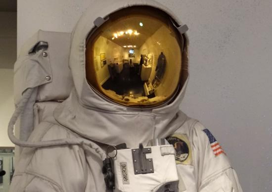 Tas auksinis gaubtas iš tikrųjų turi aukso ir saugo nuo žalingos radiacijos © NASA | commons.wikimedia.org