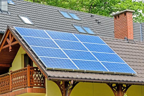 Nauja vartotojų elgsenos banga – po metų iš saulės elektrą gaminsis penkiskart daugiau gyventojų