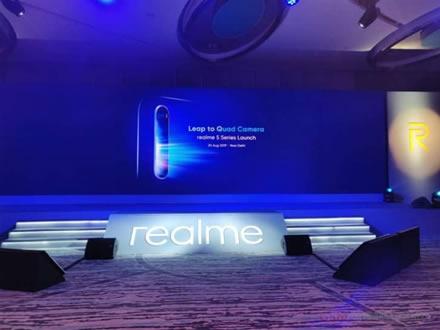 """""""Realme"""" pristatė labai pigius telefonus – keturios kameros, stilingas dizainas ir dėmesio vertos galimybės"""
