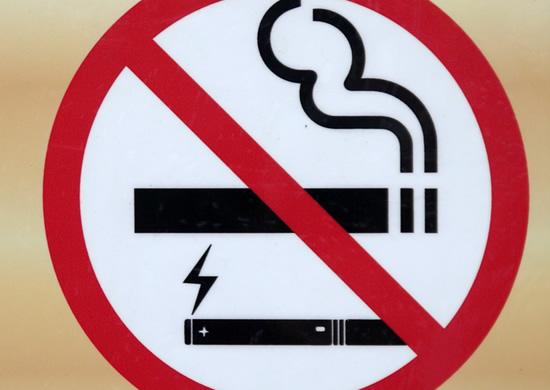 Perspėjimas iš JAV: mistinė plaučių liga siejama su e. cigaretėmis