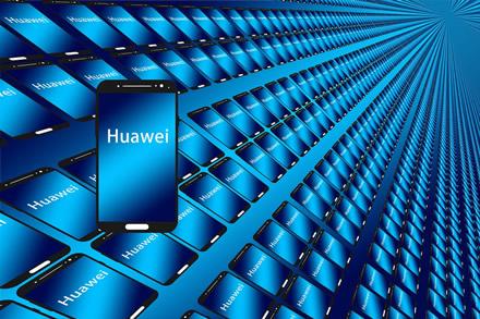 """Dar vienas atsarginis """"Huawei"""" planas – išbando rusišką operacinę sistemą"""