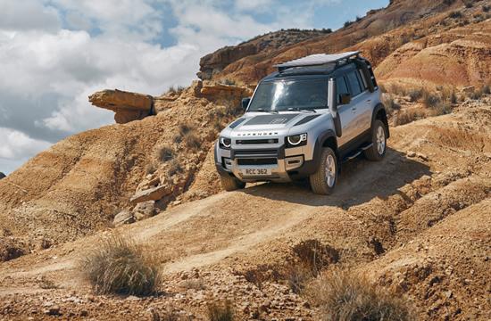 """Naujasis """"Land Rover Defender"""" atrodo kietas ir yra kietas"""