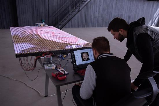 """""""LinkMenų fabrike"""" sukurtas unikalus LED ekranas"""