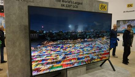 """""""Sharp"""" pristatė didžiausią pasaulyje 8K televizorių"""