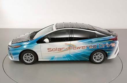"""Testuojamas """"Prius"""" su saulės elementais © """"Toyota"""""""