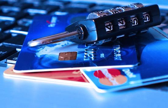 """""""Swedbank"""" perspėjimas: suaktyvėjo sukčiai, ieškantys pinigų """"mulų"""""""