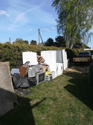Vydmantų kaimo bendruomenė renka atliekas