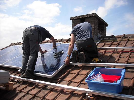 Saulės energetikos bumą labiausiai skatina finansinė parama, mažesnės išlaidos elektrai ir aplinkosauga