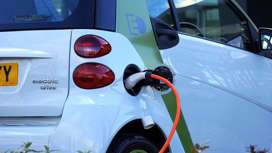 10 įdomiausių faktų apie elektromobilius
