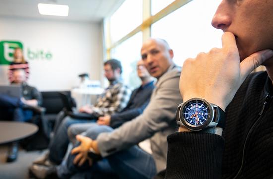 """""""Bitė Lietuva"""" pirmoji startuoja su eSIM – išmanieji laikrodžiai tapo dar išmanesni"""
