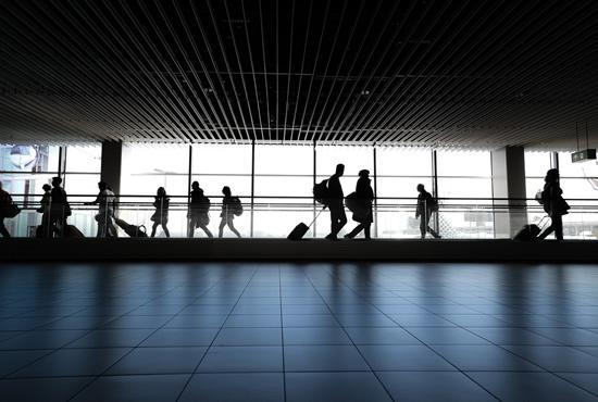 Siūlo būdą, kaip emigravę tautiečiai galėtų užpildyti Lietuvoje esančias laisvas darbo vietas