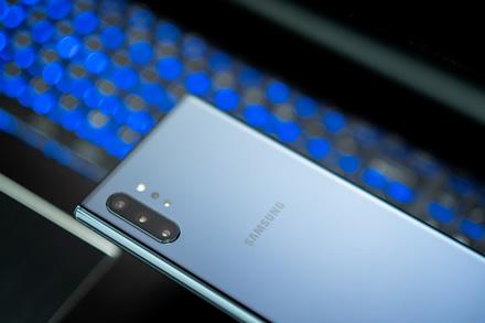 """""""Samsung"""" visiškai nutraukė išmaniųjų telefonų gamybą Kinijoje"""