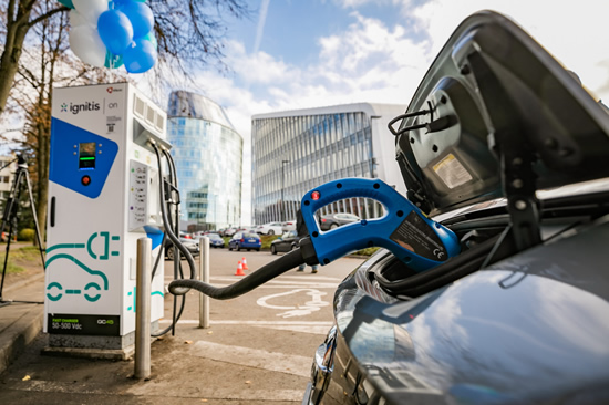 Augant elektromobilių skaičiui sostinėje šiemet atsiras dar 59 greito įkrovimo stotelės