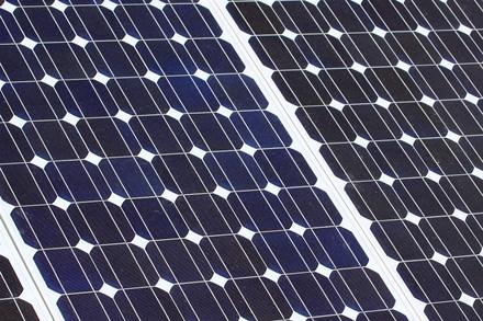 Australijoje – saulės energija varomų automobilių varžybos