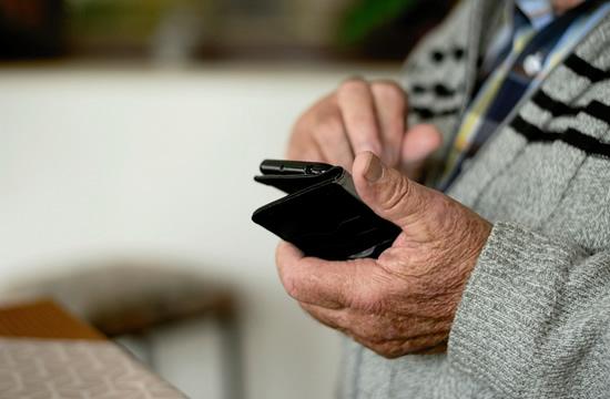 SIM kortelų daugiau nei gyventojų, bet išmanumo lietuviams pritrūko: dauguma gėdijasi prašyti pagalbos