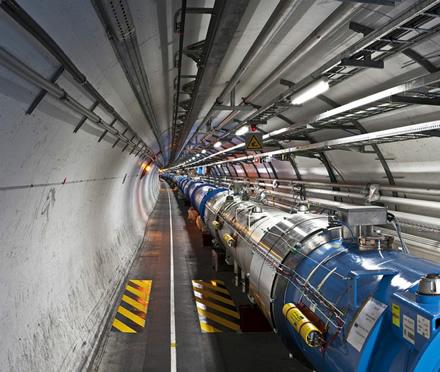 Didžiojo hadronų greitintuvo tunelyje © Maximilien Brice (CC BY-SA 3.0) | commons.wikimedia.org