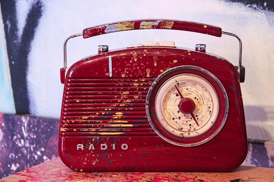 Nešiojamų muzikos grotuvų istorija: nuo radijo iki išmaniųjų telefonų