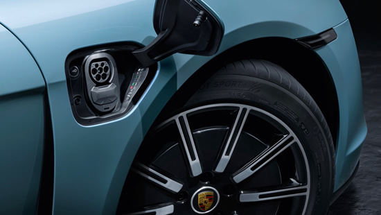 """Elektromobilio """"Taycan"""" galia – tokia didelė, kad """"Porsche"""" turėjo patys sukurti įkrovimo stoteles"""