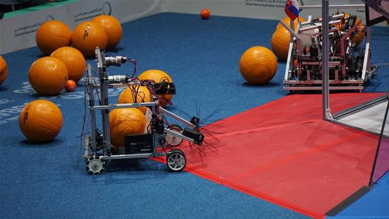 Lietuviai, sugebėję nurungti pusę pasaulio robotikos meistrų, neapsiėjo be netradicinių nuotykių