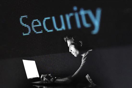 Blogi įpročiai virtualioje erdvėje: pasitikrinkite, ar pats sau nekeliate pavojaus?