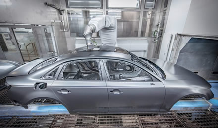 "Robotas dažo A4 stogą © ""Audi"" nuotrauka"