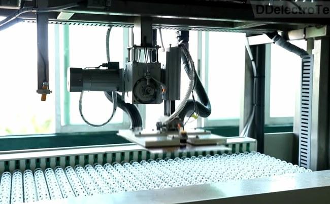 PCB gamybos linija – robotizuotas plokštės transportavimas
