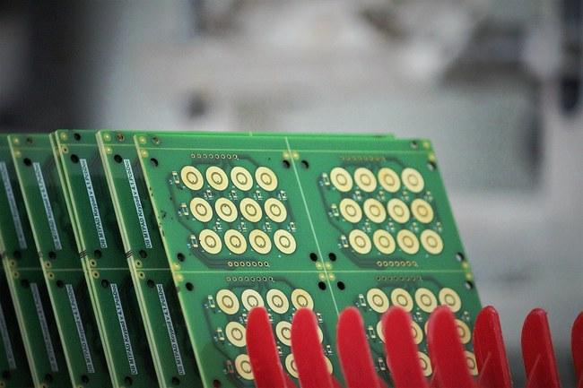 PCB plokštės – jos yra beveik kiekvieno elektroninio įrenginio sudedamoji dalis.