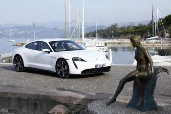 """""""Porsche Taycan Turbo S"""" be turbokompresoriaus? © Gamintojo nuotrauka"""