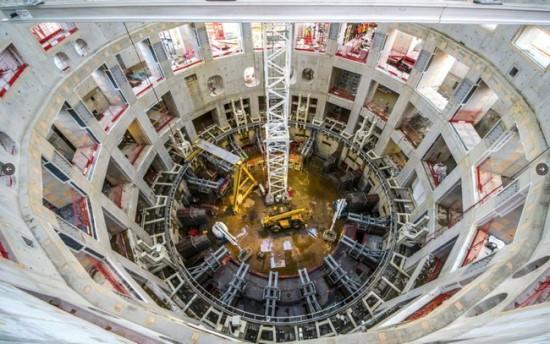Pastato vidus, kuriame bus įrengtas didžiausias pasaulyje tokamako reaktorius © Vinci