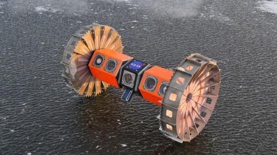 Nedidukas robožvalgas mėnesį praleis Antarktidoje, atlikinėdamas gimnastikos pratimą – važinės žemyn galva jūros ledu.
