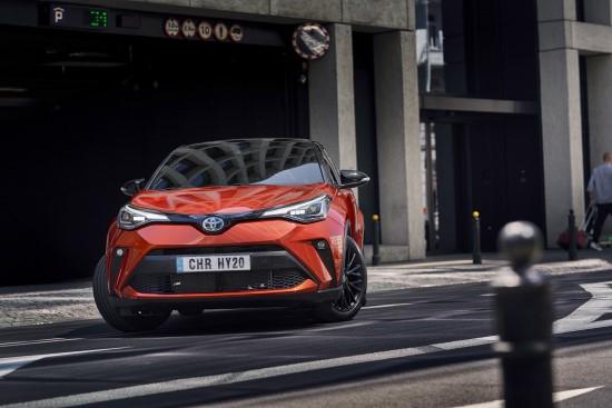 """Naujojo """"Toyota C-HR"""" staigmena – 184 AG hibridinė sistema"""