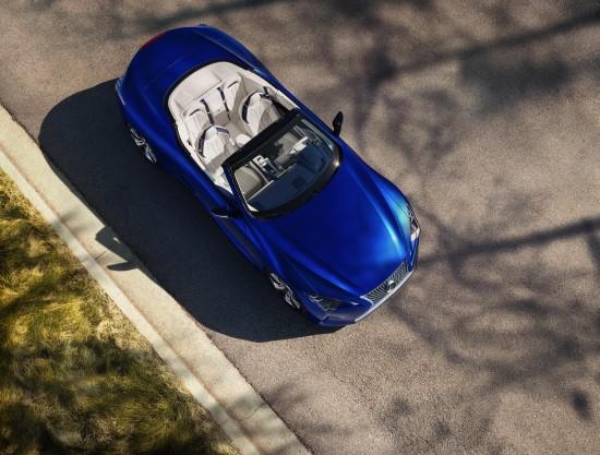 """""""Lexus"""" pasauliui pristatė kabrioletą """"LC 500"""""""
