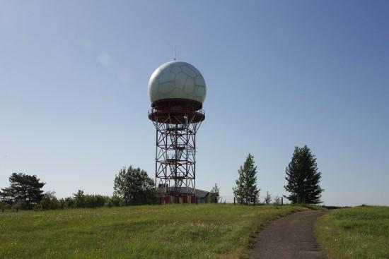 Pirminio apžvalgos radaro ir antrinio apžvalgos radaro stebėjimo sistema