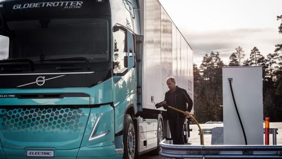 """""""Volvo Trucks"""" pristato koncepcinius elektrinius sunkvežimius statybų ir regioninio gabenimo užduotims"""