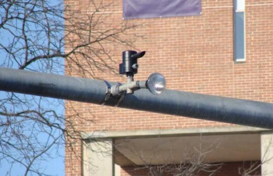Ant šviesoforo pritvirtintas specialus imtuvas Milersvilyje, Pensilvanijoje © commons.wikimedia.org