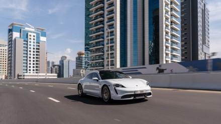 """""""Porsche Taycan Turbo"""" vienu įkrovimu nuvažiuoja žymiai mažiau nei konkurentai © Gamintojo nuotrauka"""