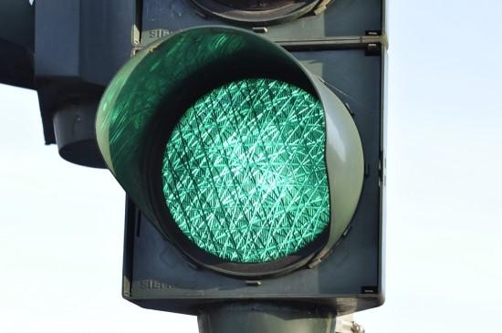 Kiekvieno vairuotojo džiaugsmas – visada žaliai šviečiantis šviesoforas