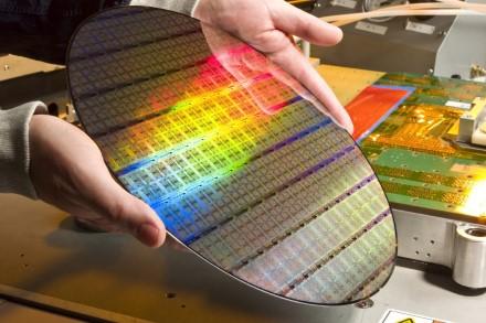 """AMD aplenks """"Apple"""" ir taps didžiausia TSMC kliente"""