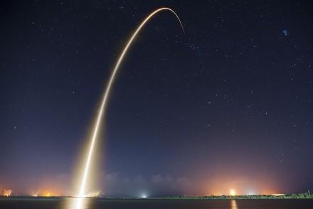 """Atsisveikinkime su žvaigždėmis: """"SpaceX"""" veiksmai gali neatpažįstamai pakeisti nakties dangų"""