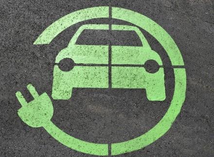 Lietuvoje bus dar daugiau vietų pasikrauti elektromobilį