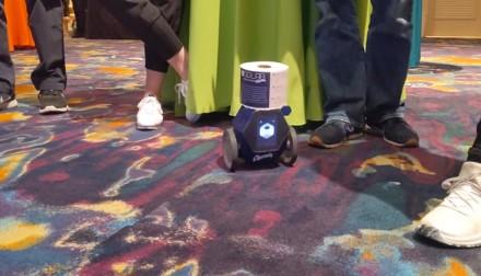 Tualetinį popierių pristatantis robotas turi sumažinti tualete patiriamą stresą