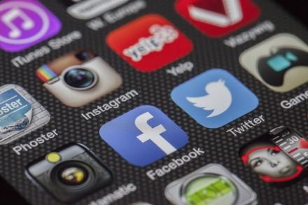 """Išaiškintos 17 """"Google Play"""" programėlių, kurios reklamomis žudo akumuliatorius"""
