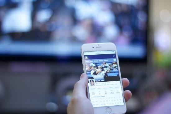 Lietuviai neįsivaizduoja dienos be TV, dažniausiai namuose turi po 3 išmaniuosius