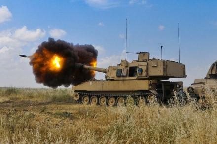 """FAAR tieks 155 mm sviedinius tokiems ginklams kaip """"M109A7 Paladin""""  ©commons.wikimedia.org"""