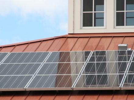 Pateikta per 10 tūkst. paraiškų kompensacijai saulės elektrinei įsirengti