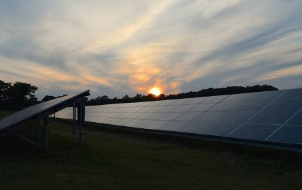 Mokslininkai kuria anti-saulės jėgaines – energiją jos gamintų naktį