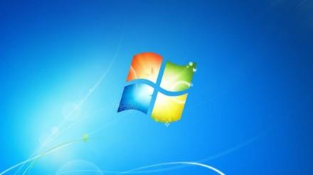"""""""Microsoft"""" bėdos su """"Windows 7"""" niekaip nesibaigia – žmonės negali išjungti savo kompiuterių"""