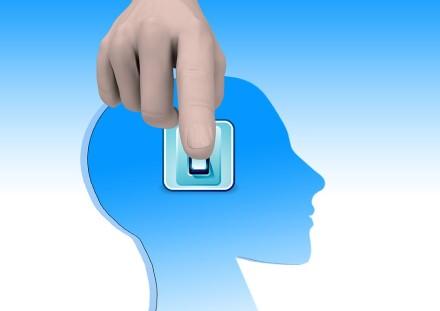 Vokietijos mokslininkai priklausomybę nuo išmaniojo telefono susiejo su smegenų pokyčiais